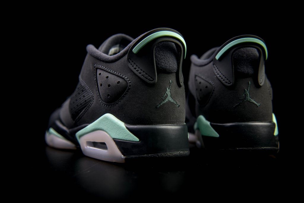 air_jordan_vi6_retro_low_gs_anthracite_mint_foam_metallic_gold-1