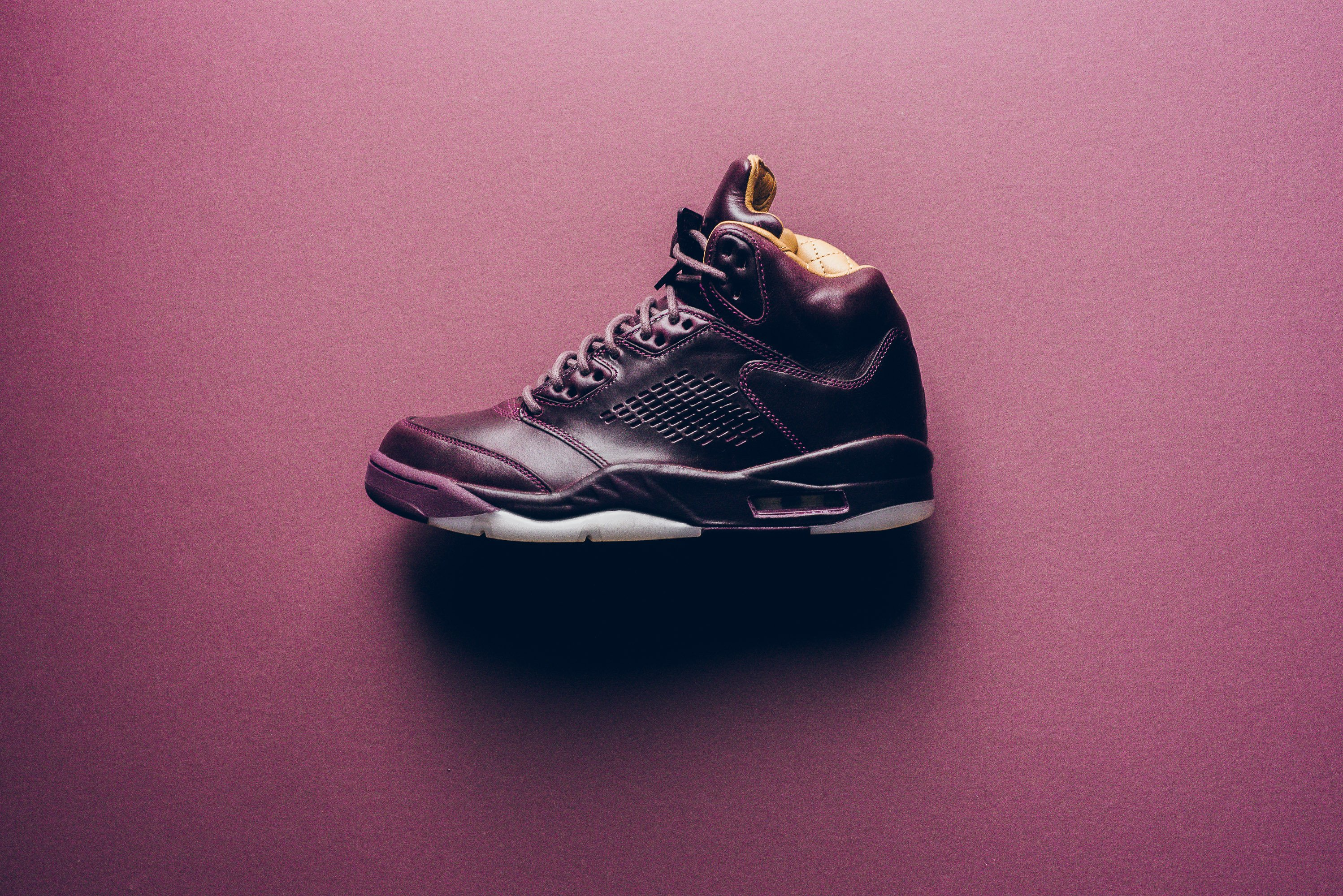 Air_JOrdan_5_retro_Premium_bordeaux_881432_612_sneaker_politics_1