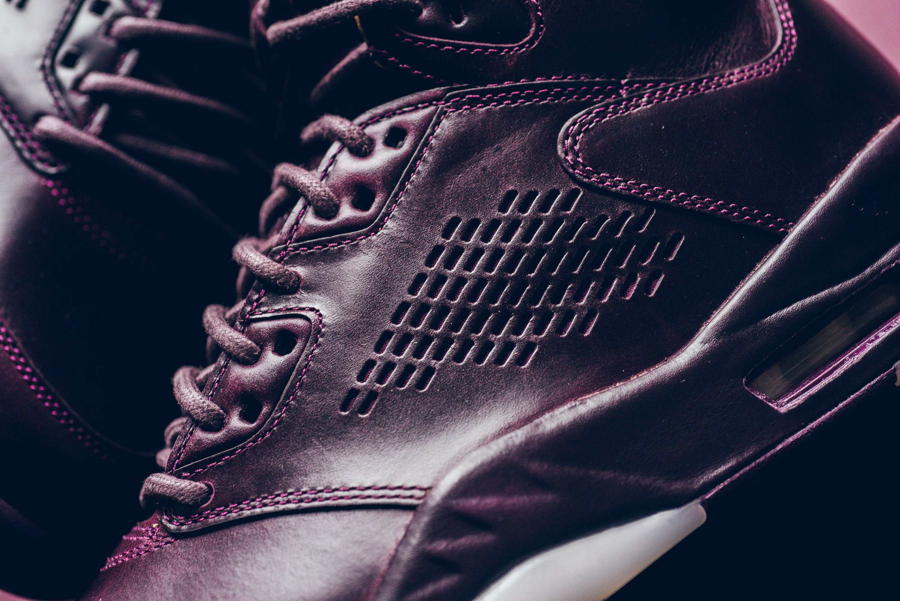Air_JOrdan_5_retro_Premium_bordeaux_881432_612_sneaker_politics_10