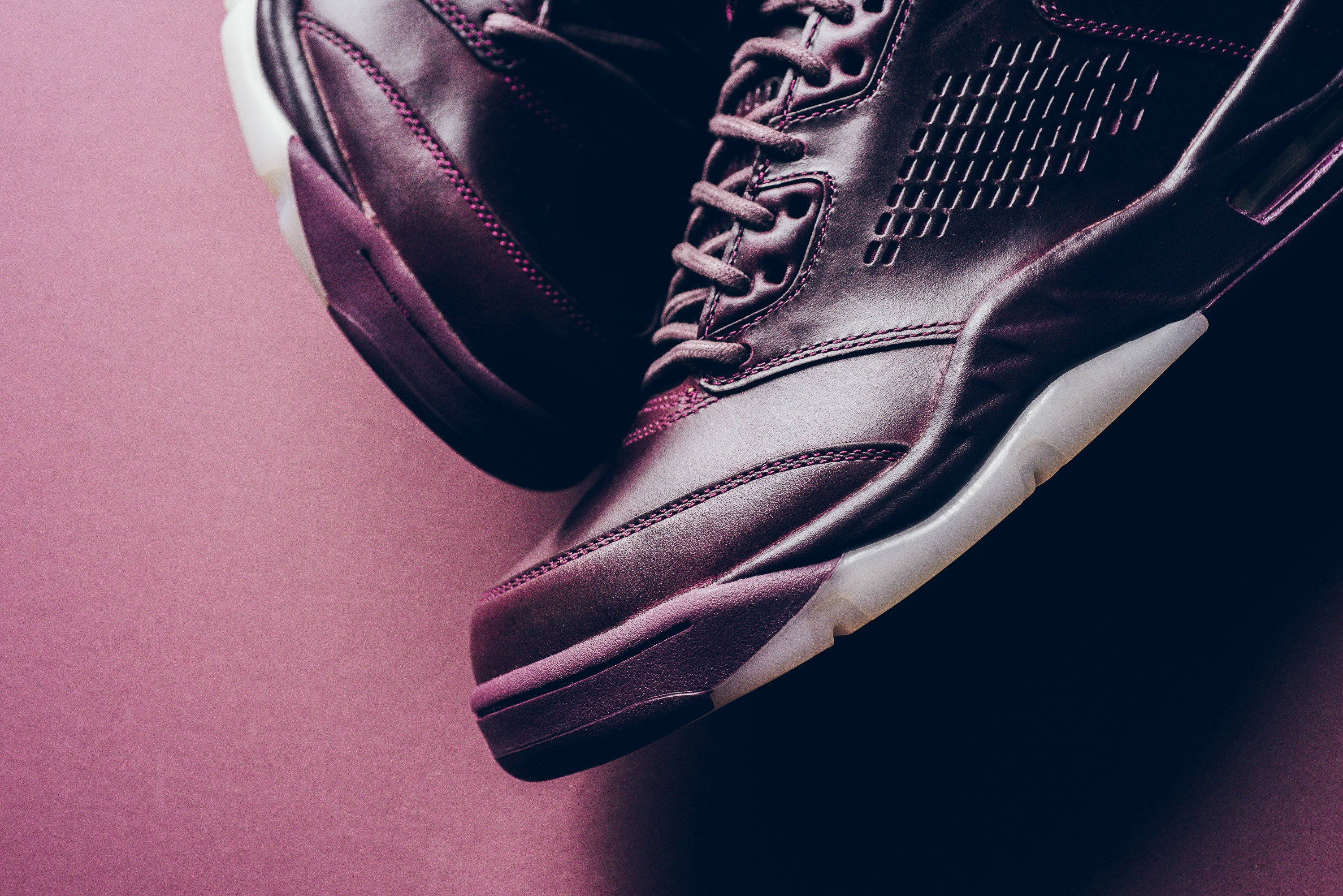 Air_JOrdan_5_retro_Premium_bordeaux_881432_612_sneaker_politics_11