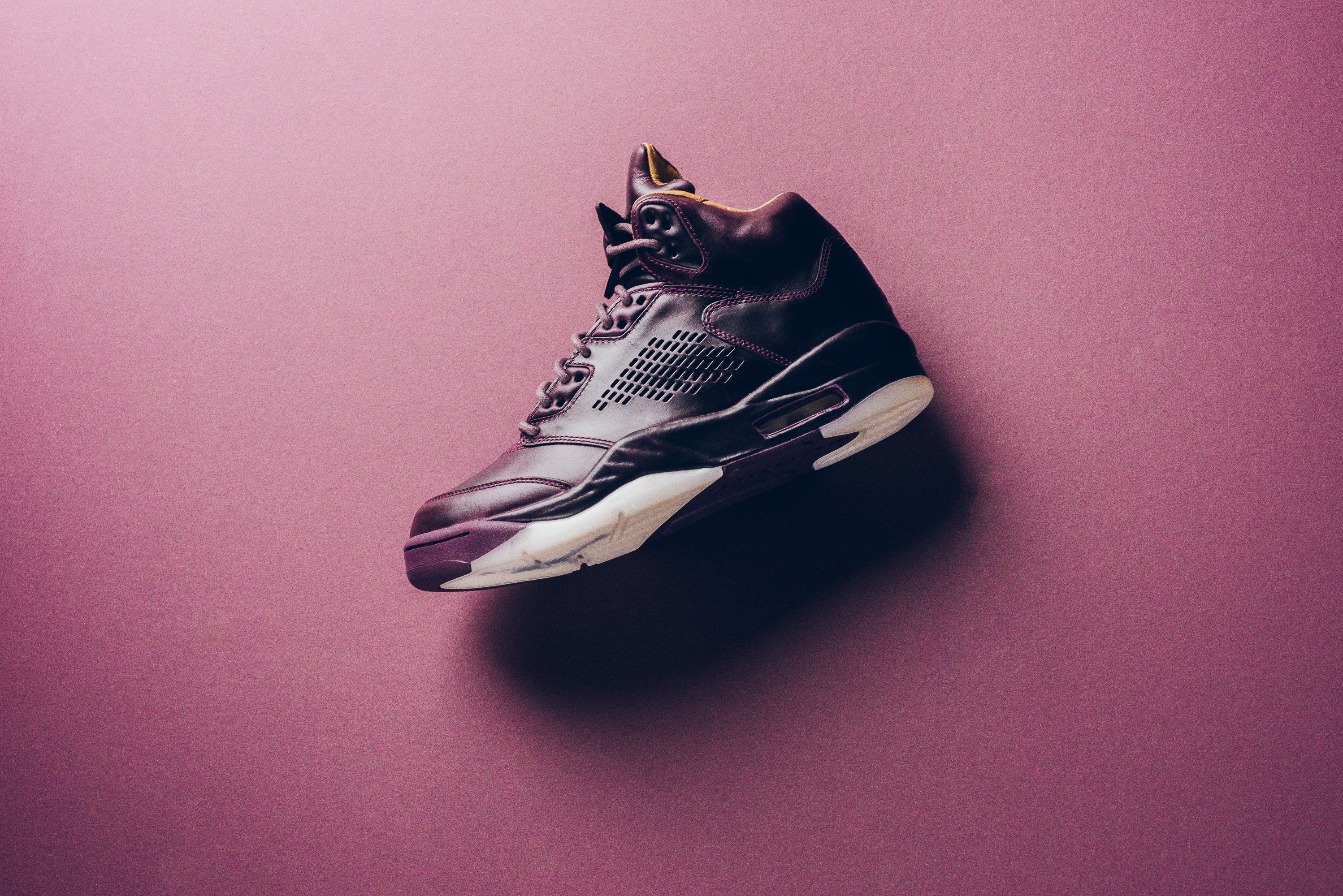 Air_JOrdan_5_retro_Premium_bordeaux_881432_612_sneaker_politics_Instagram_1-2