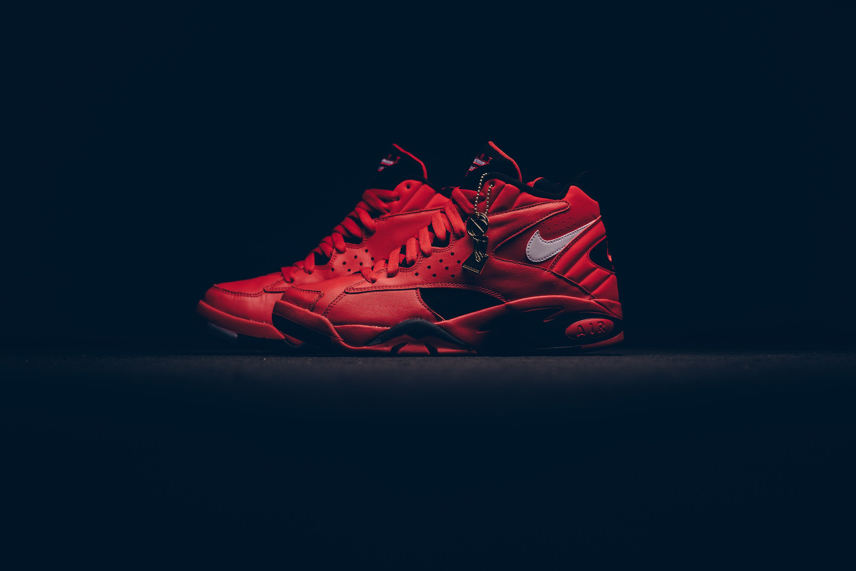 nike_air_maestro_ii_qs_university_red-white-black_aj9281-600_sneaker_politics_1