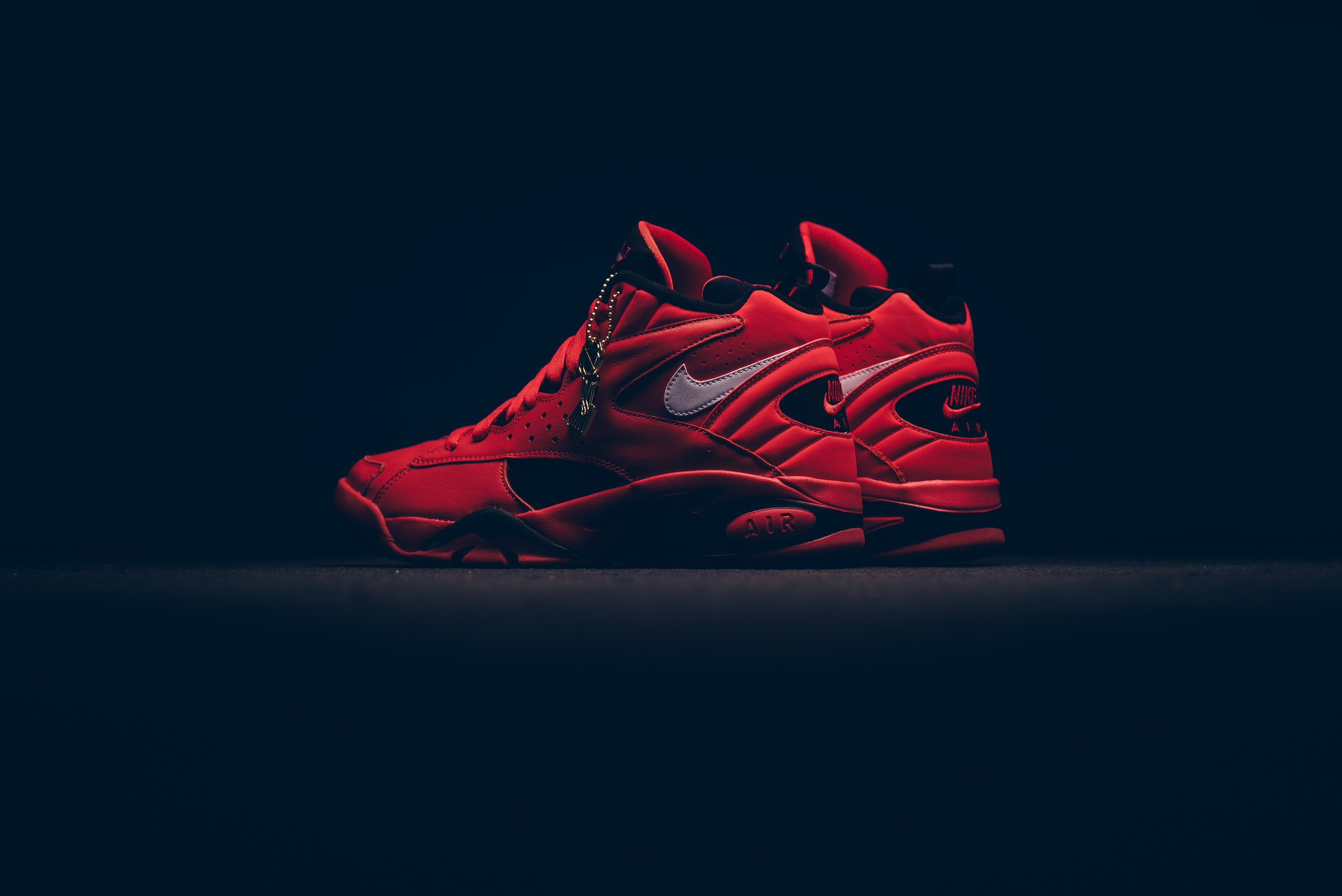 nike_air_maestro_ii_qs_university_red-white-black_aj9281-600_sneaker_politics_2